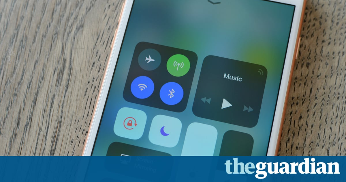 iOS 11: toggling wifi and Bluetooth in Control Centre doesn't actually turn them off