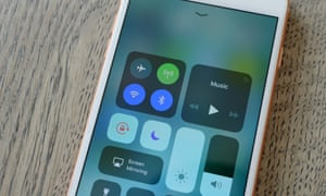 iOS 11: toggling wifi and Bluetooth in Control Centre doesn't