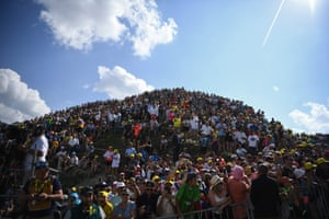Cycling enthusiasts wait for riders in the Tourmalet during the fourteenth stage between Tarbes and Tourmalet Bareges.