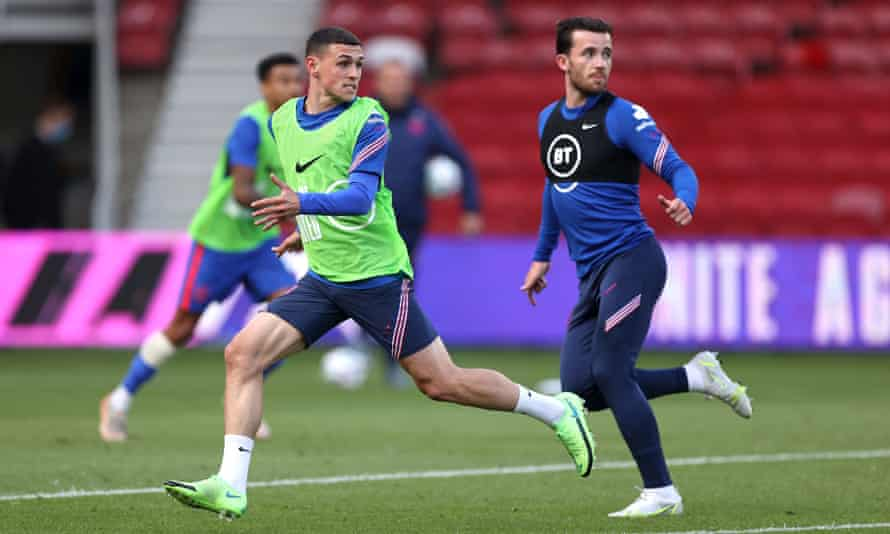 Ben Chilwell in training with Phil Foden for England
