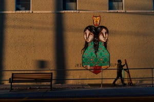 Sister Cities, a mural painted by Los Dos