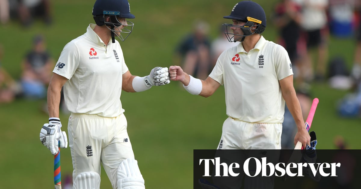 Graham Thorpe says England have 'fighting chance' of sealing unlikely win