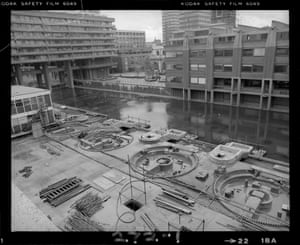The Lakeside fountains begin to emerge from the concrete (Nov 1979)