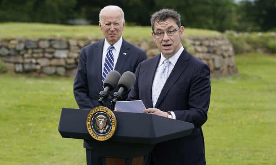 Pfizer CEO Albert Bourla and US president Joe Biden.