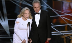 Faye Dunaway, left, and Warren Beatty at the 2017 Academy award ceremony