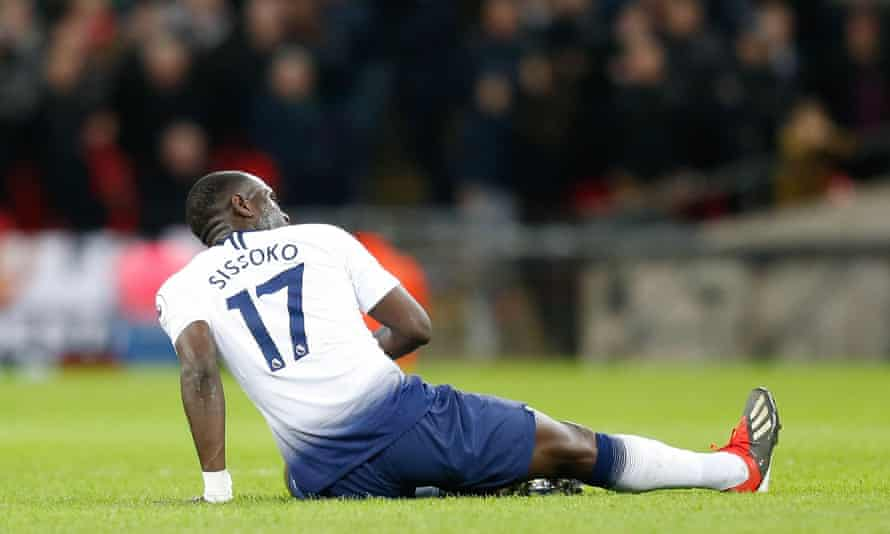 Tottenham's Moussa Sissoko had to leave the pitch injured during the first half