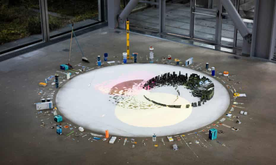 Sze's new sculpture Tracing Fallen Sky in Paris.