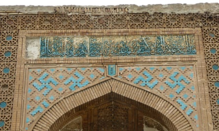 The mausoleum at the Chashma-i Ayub complex, showing where the tile was prised from the facade.