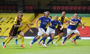 Kiko Femenia of Watford, Jamie Vardy, Jonny Evans of Leicester City , Craig Dawson of Watford and Caglar Soyuncu of Leicester City watch the ball as it is whipped into the area.