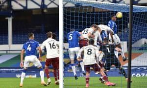 Mina scores Everton's second goal.