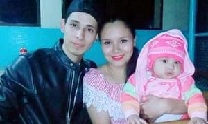 Óscar Alberto Martínez Ramírez, with his wife Tania Vanessa Ávalos and daughter Angie Valeria.
