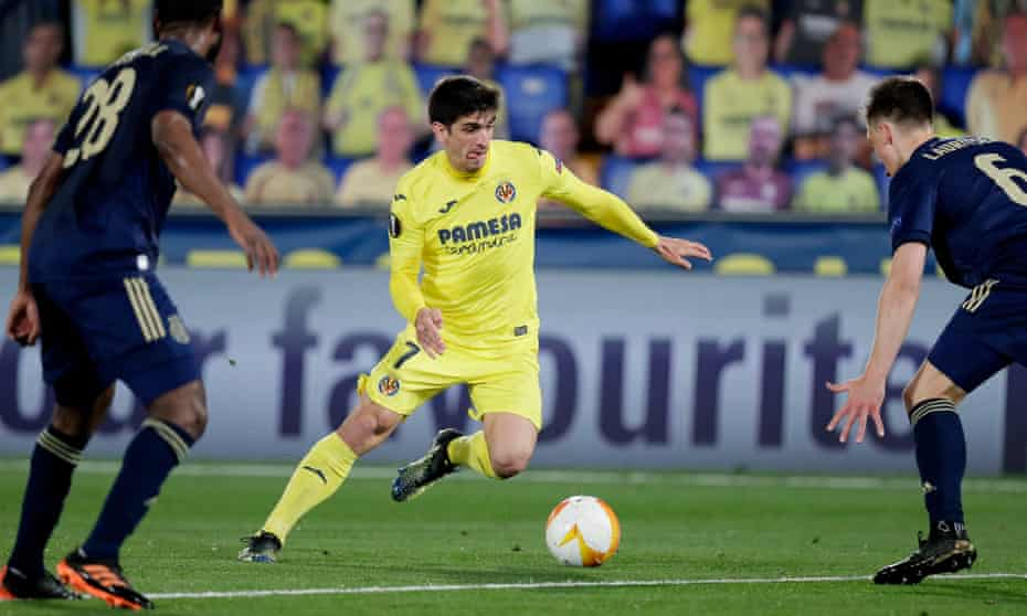 Gerard Moreno tries to weave his way through the Dinamo Zagreb defence.