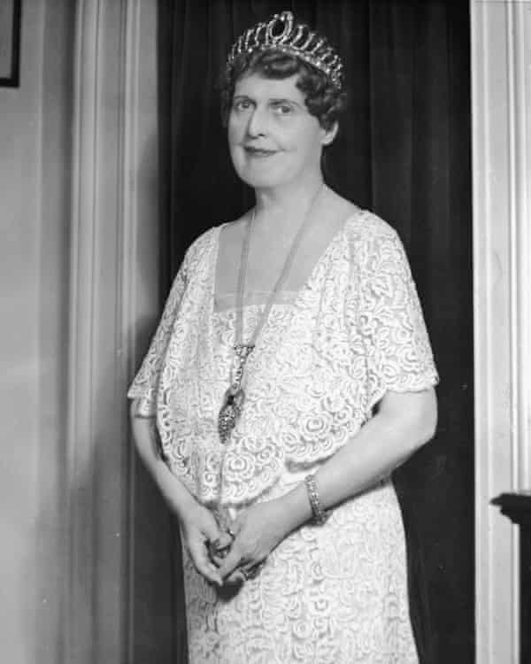 A portrait of American soprano Florence Foster Jenkins taken in the 1920s.