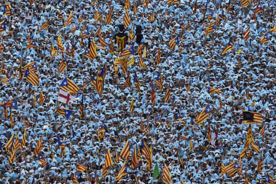 Hundreds of thousands of Catalans fill the streets demanding independence