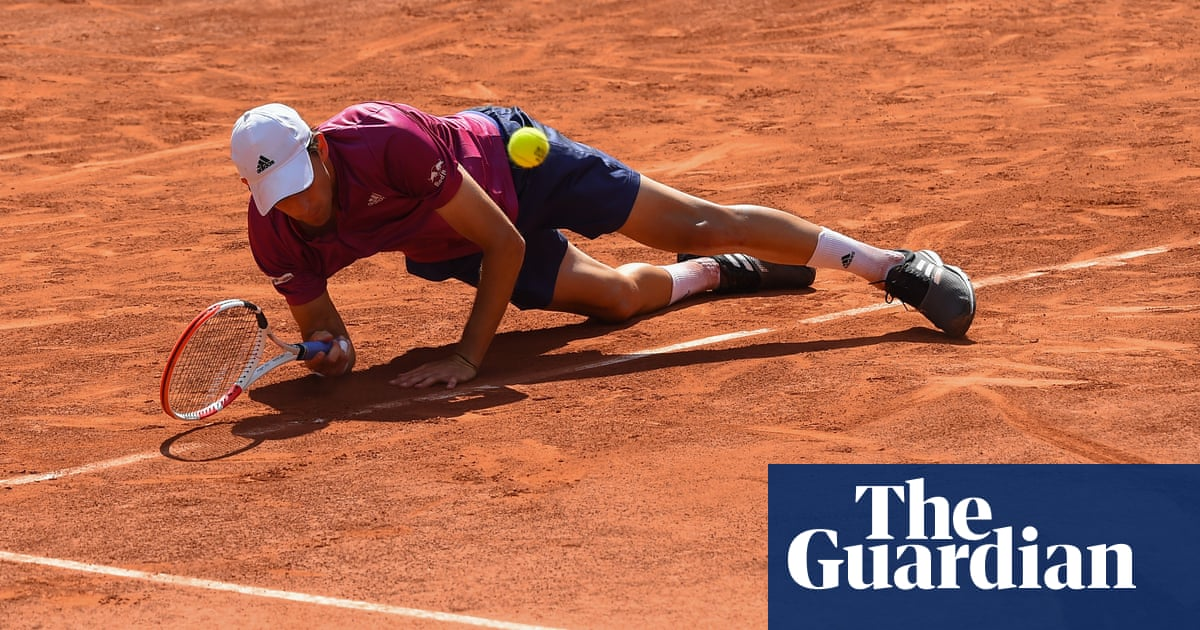 Dominic Thiem loses lead and crashes out of French Open to Pablo Andújar