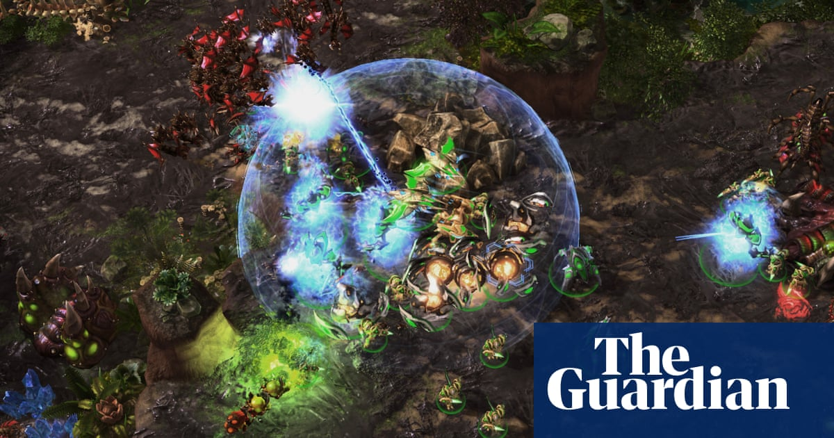 AI becomes grandmaster in 'fiendishly complex' StarCraft II | Technology thumbnail