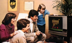 A family play Space Invaders on an Atari 2600 console in an advert from 1978.