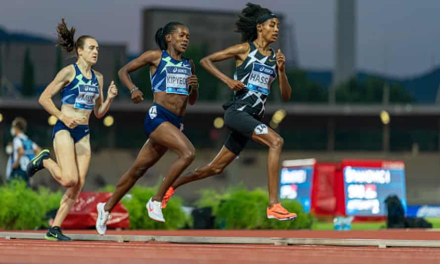 Laura Muir tries to catch Faith Kipyegon and Sifan Hassan in the 1500m