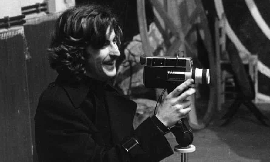 نانی مورتی ، آن زمان 23 ساله ، در سال 1976 فیلمبرداری می کند.
