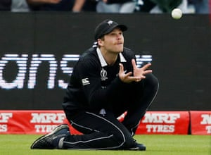 New Zealand's Lockie Ferguson takes the catch to dismiss Pakistan's Mohammad Hafeez.