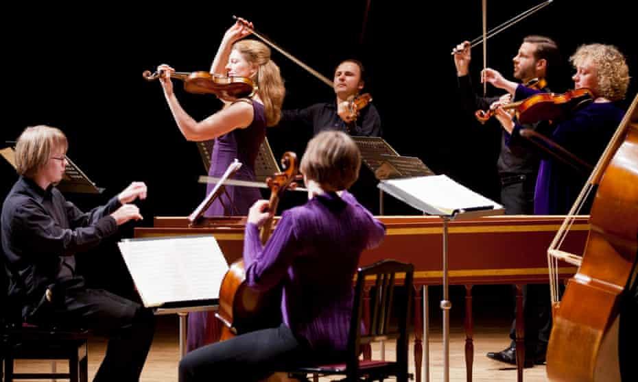 Rachel Podger leads the Brecon Baroque Festival Orchestra.