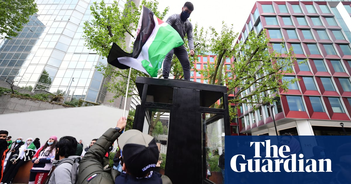 Police step in after 'free Palestine' marchers approach pro-israel group