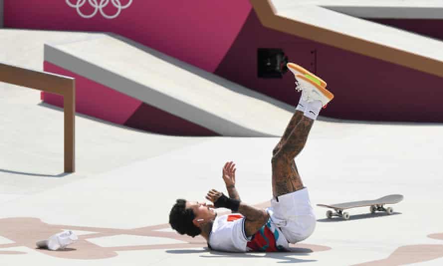 Nyjah Huston falls during his run at the Tokyo Olympics.