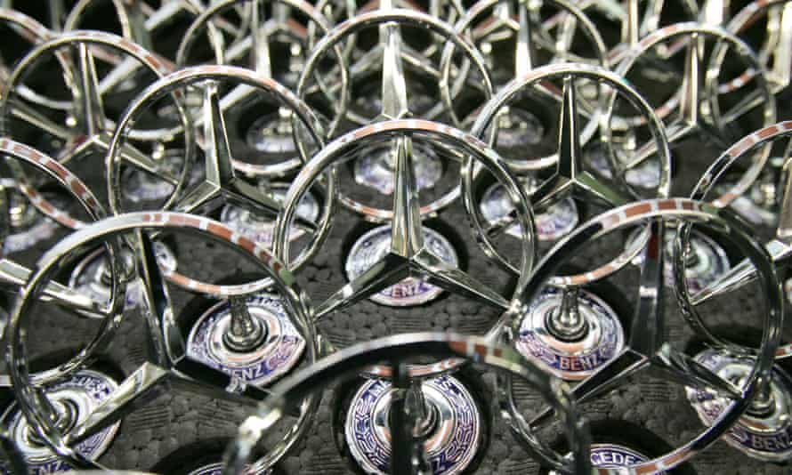 The lawsuit claims the 10 carmakers, including Daimler's Mercedes Benz, have long known about the risks of keyless ignitions.