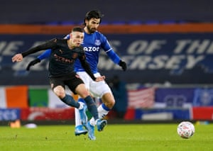 Manchester City's Phil Foden (left) and Everton's Andre Gomes battle for the ball.