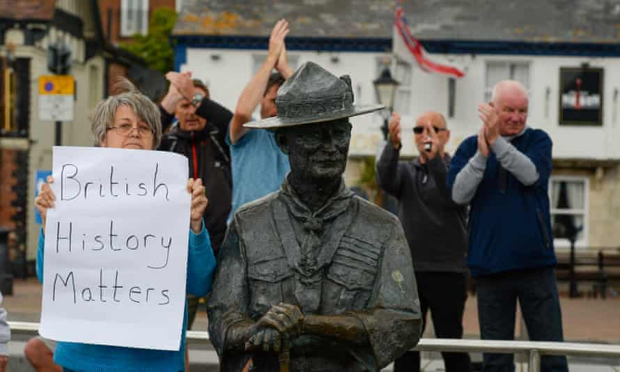 Locals show support for the Baden-Powell statue.