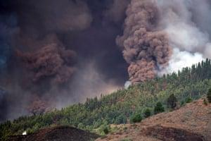 A column of smoke, ash and lava, as seen from Los Llanos de Aridane