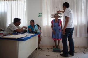 Helmer Charris (head of the mission) and Carmelo Quiroz, a nurse, during consultations.