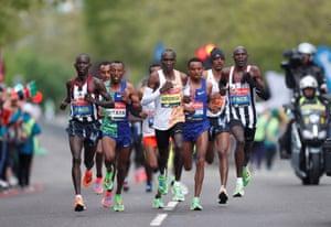 Kenya's Eliud Kipchoge leading the men's elite race