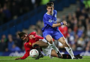 Joe Cole in action for Chelsea against Manchester United in 2005.