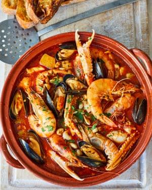 Caldereta de pescado y marisco New Year's Eve Nieves Barragán Mohacho OFM December 2018 Observer Food Monthly