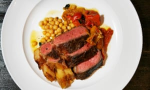 Galician blond dairy cow sirloin with chickpeas and pepper.