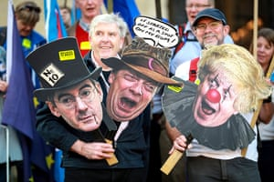 Remainers with placards showing Jacob Rees-Mogg and Boris Johnson (Eton) and Nigel Farage (Dulwich).