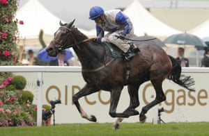 The Grand Visir and Richard Kingscote win the Ascot Stakes.