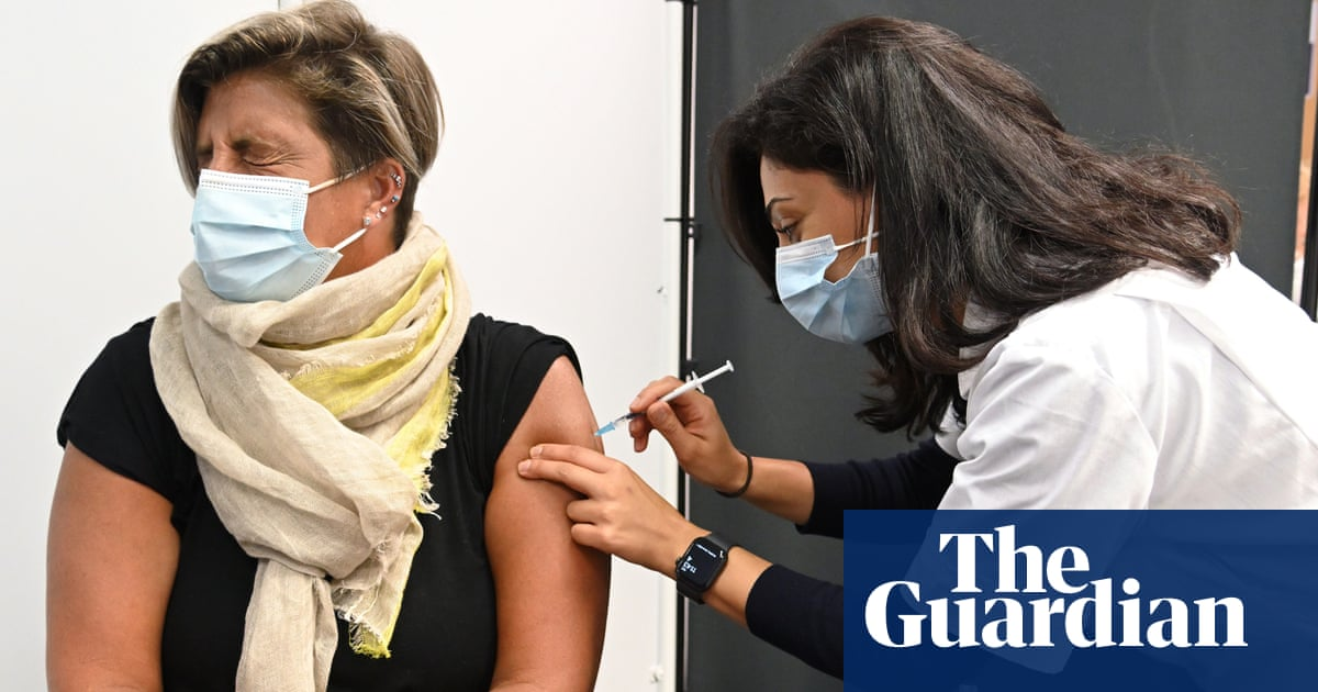 Ministers to ramp up Covid vaccine rollout as hospitalisations rise