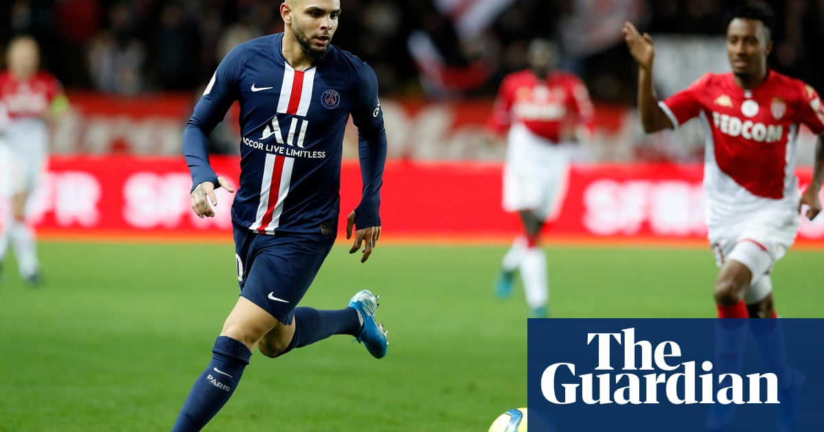 Arsenal look to sign PSG's Layvin Kurzawa to ease full-back crisis
