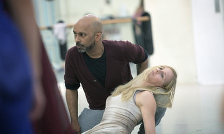 Akram Khan and Stina Quagebeur in rehearsal.