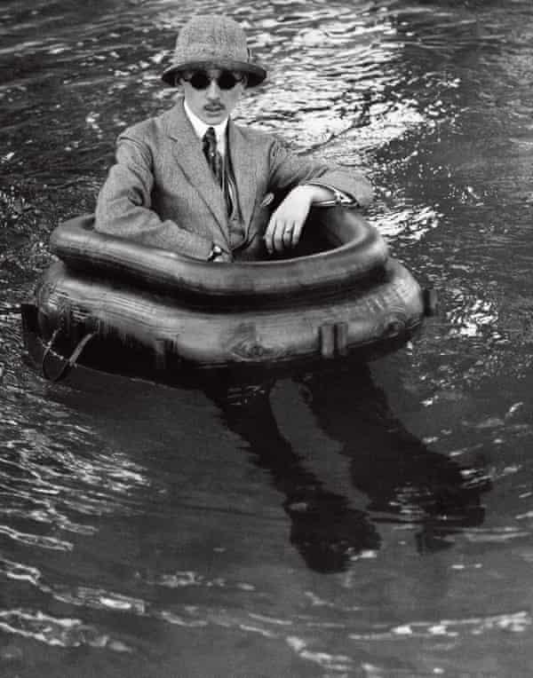 Lartigue's older brother Zissou in the pool at Rouzat, 1911.