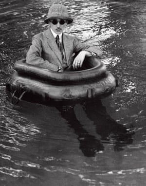Lartigue's older brother Zissou in the pool at Rouzat, 1911.