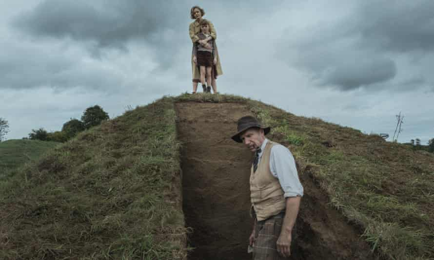 Push comes to shovel … Carey Mulligan and Ralph Fiennes in The Dig.