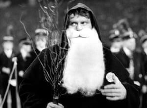 Former Bayern Munich keeper Sepp Maier dresses up as Saint Nicholas in 1982