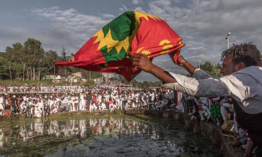 A man waves an Oromo flag