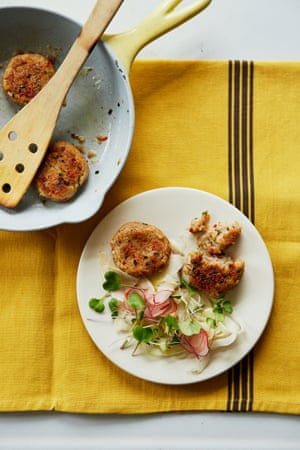 Buckwheat and shrimp cakes with a simple salad