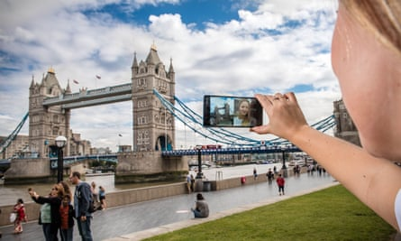 The 'bothie' Dual Sight function on the new Nokia 8.