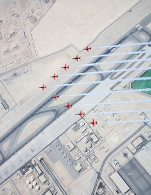 Parallels Image of the Year, first prize The Red Arrows arrive over Doha, Qatar as part of their EasternHawk tour.