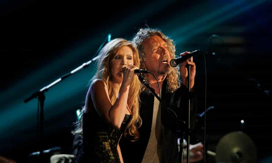 Alison Krauss and Robert Plant on stage at the Grammys in 2009